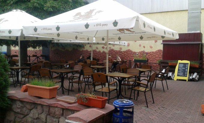 Ресторан Grillitza на м. Нивки - летняя площадка