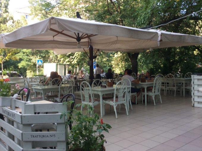 Ресторан Trattoria №5 - летняя терраса